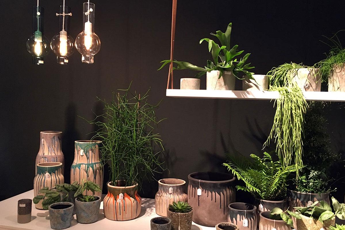 Urban-Jungle-Trend-Serax-Pflanzen-Zimmerpflanzen-Blumenregal mit Lederriemen-Trendset Winter München 2017-HEIKESCHWARZFISCHER